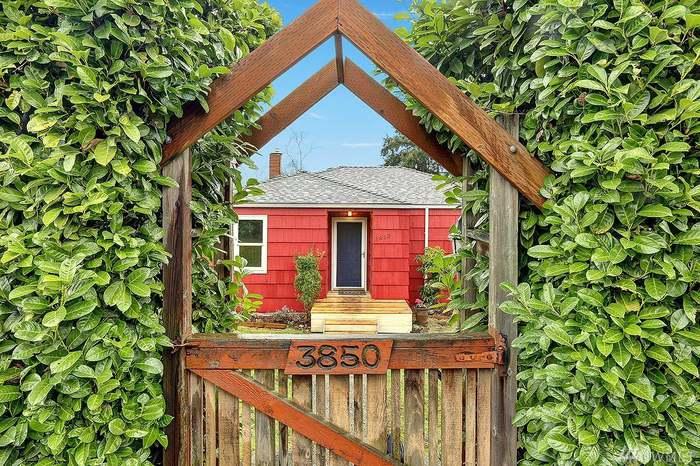 3850 NE 95th St, Seattle, WA 98115 - 4 beds/2 baths