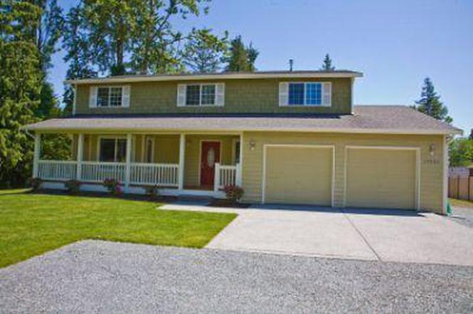 19825 Damson Rd, Lynnwood, WA 98036