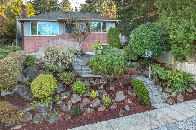 2734 Garlough Ave SW, Seattle, WA 98116