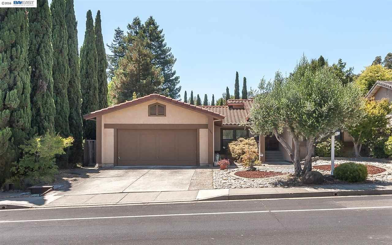 17969 COLUMBIA Dr, Castro Valley, CA 94552 - 4 beds/2 baths