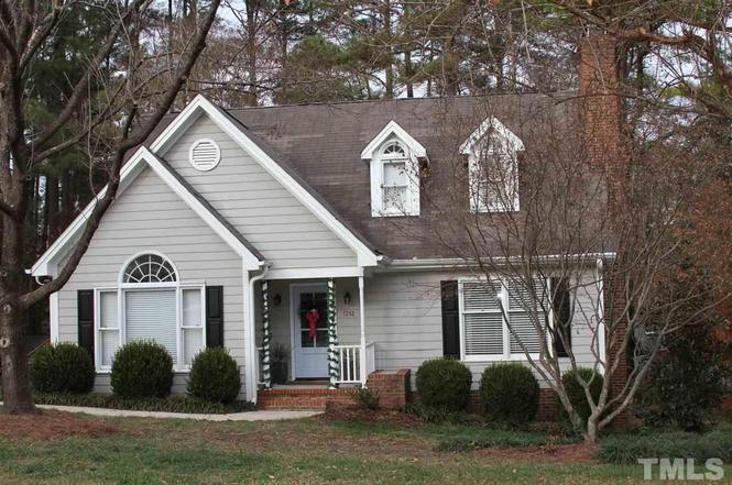 Attirant 1212 Meadow Hill Pl, Raleigh, NC 27609