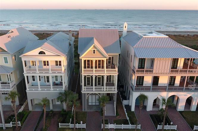 2553 E Seaside Dr, Galveston, TX 77550