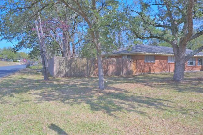 1820 20th St, Huntsville, TX 77340   MLS# 22365691   Redfin