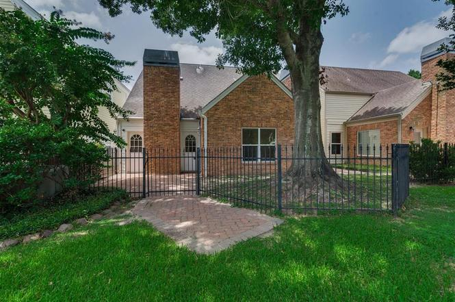 7673 Ameswood Rd, Houston, TX 77095