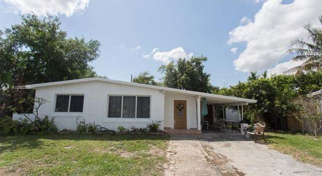 881 NE 205th St, Miami, FL 33179 - 3 beds/2 baths