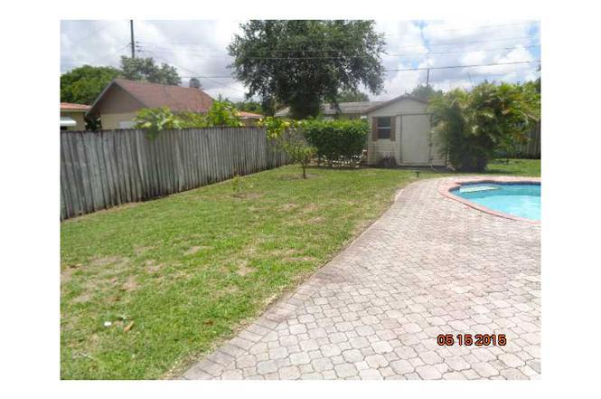 5924 NW 39 St, Virginia Gardens, FL 33166