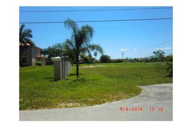 10198 NW 133 St, Hialeah Gardens, FL 33018 | MLS# A1947576 | Redfin