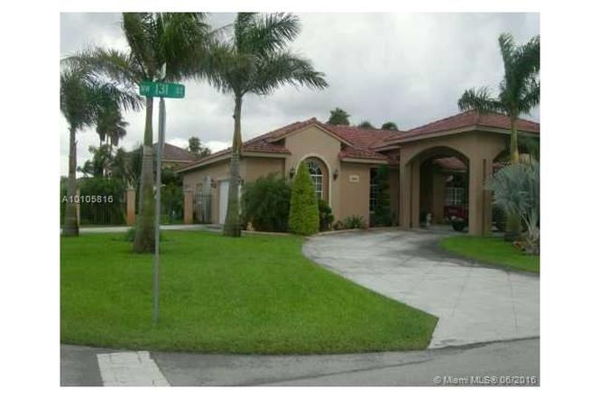 9912 NW 131st St, Hialeah Gardens, FL 33018 | MLS# A10105816 | Redfin