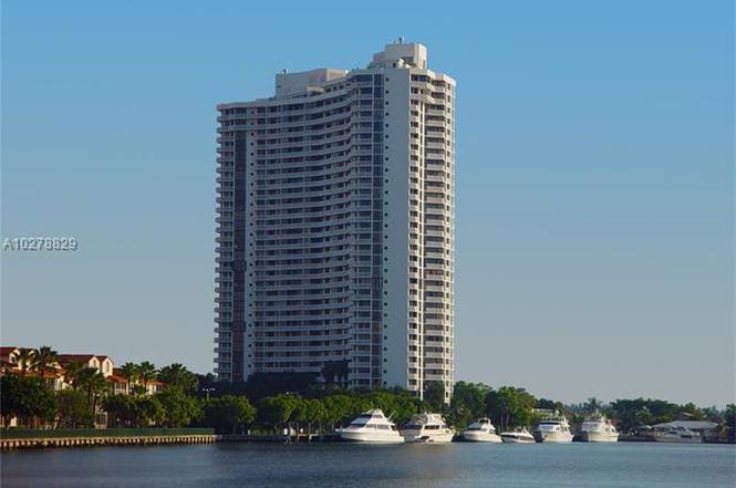 Superbe 1000 E Island Blvd #702, Aventura, FL 33160