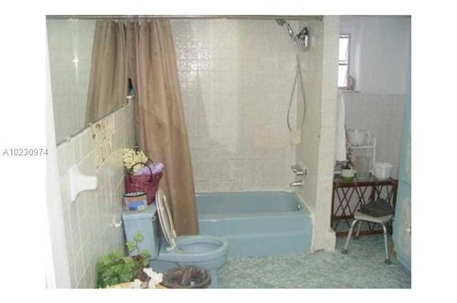 E Th Pl Hialeah FL MLS A Redfin - Bathroom place hialeah