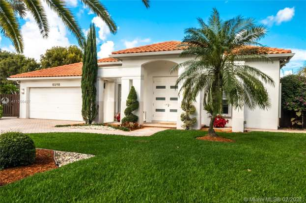 Doral Isles Doral Fl Luxury Homes Mansions High End Real Estate For Sale Redfin