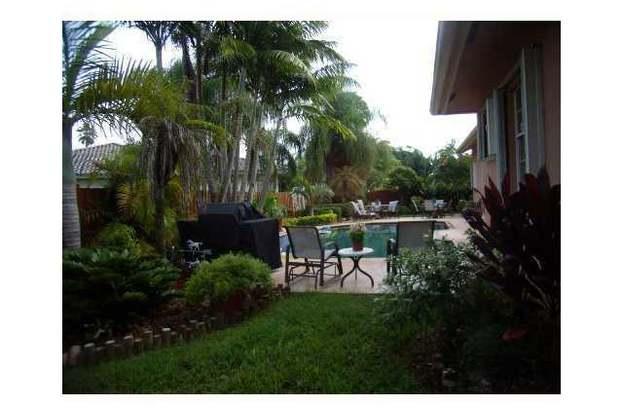 10151 SW 118 Te, Miami, FL 33172 - 6 beds/5 baths