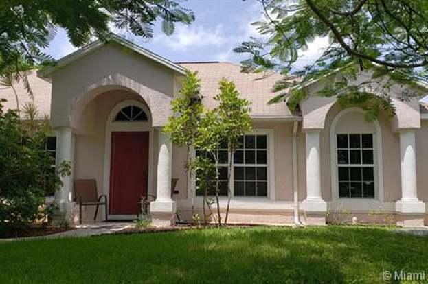 389 SE Dalva Ave, Port St  Lucie, FL 34984 - 3 beds/2 baths