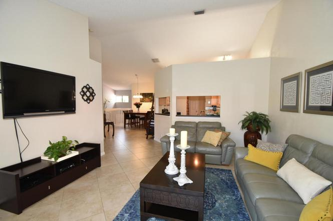 Tropical Dining Room Attendant 23 Via De Casas Sur 203 Boynton Beach FL 33426