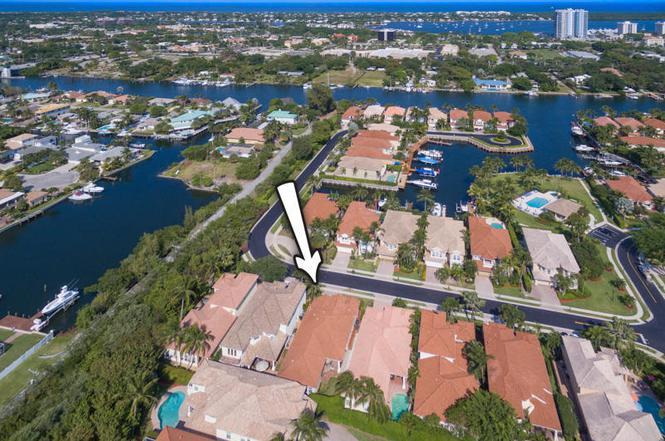 729 Sandy Point Ln, Palm Beach Gardens, FL 33410