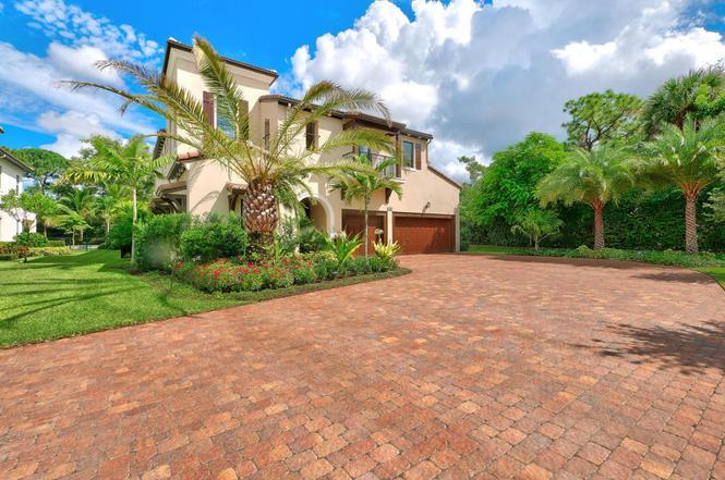 125 Gardenia Isles Dr, Palm Beach Gardens, FL 33418
