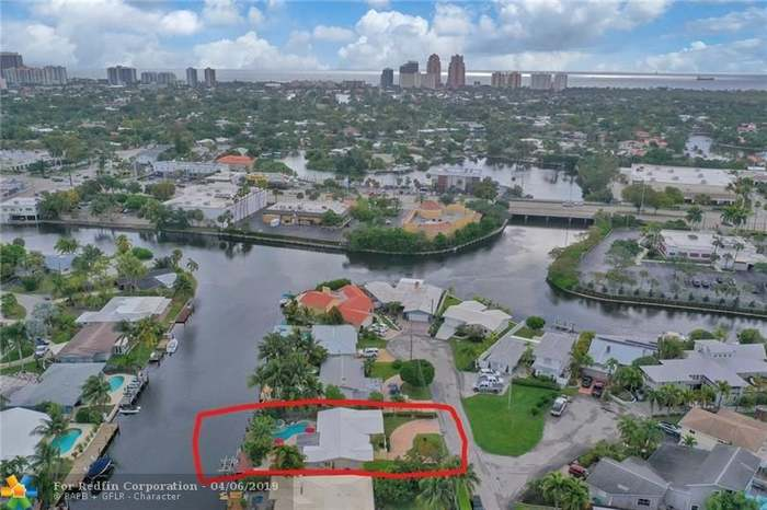 2117 NE 24th St, Wilton Manors, FL 33305 - 3 beds/2 baths
