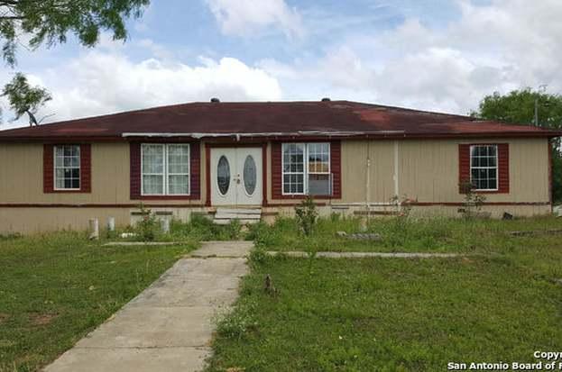 1273 Tejeda Ln, Floresville, TX 78114 - 4 beds/2 baths
