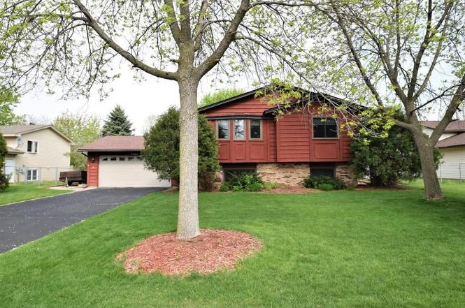 9724 Vincent Ave N Brooklyn Park MN 55444