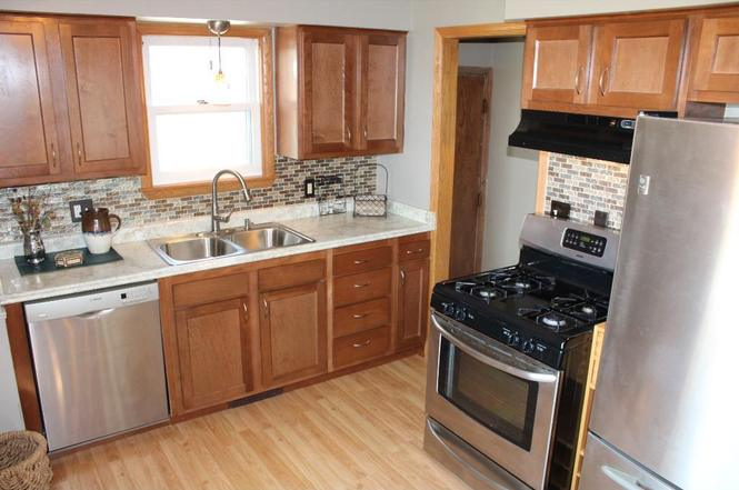 4601 chatham rd ne columbia heights mn 55421 mls for Columbia flooring chatham