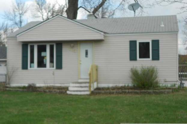 763 Ione Ave NE, Spring Lake Park, MN 55432 - 2 beds/1 bath