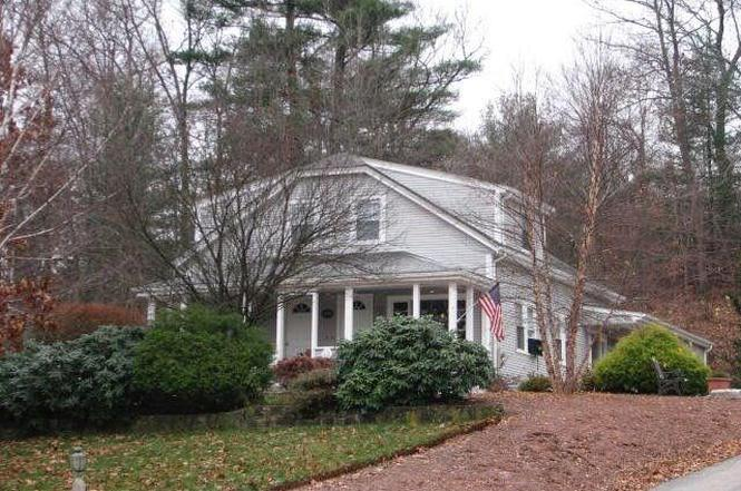 208 Putnam Ave, Johnston, RI 02919