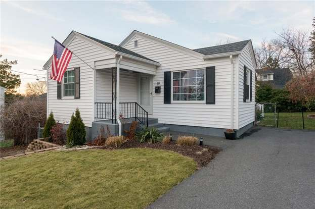 69 Greenfield Ave North Providence Ri 02911 Mls 1179049 Redfin