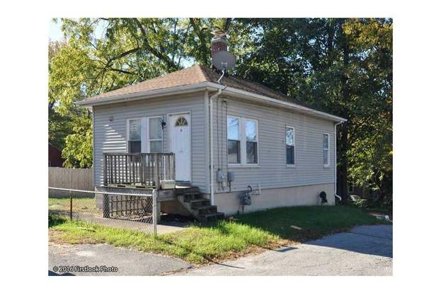 930 Mendon Rd, Cumberland, RI 02864 - 2 beds/1 bath