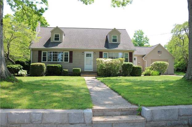 17 Champion St, Westerly, RI 02891 - 4 beds/2 baths