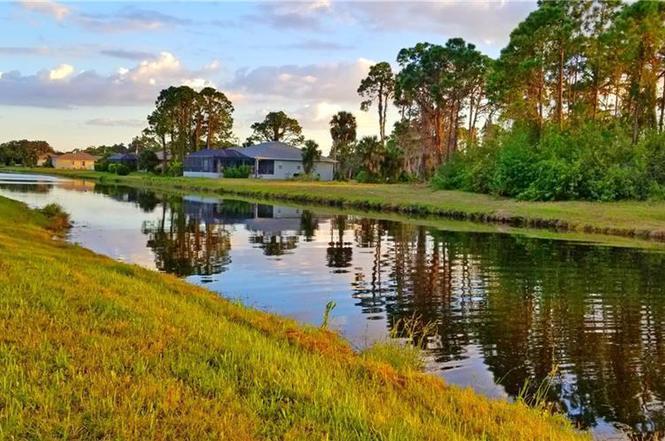 54 Pine Valley Ln, ROTONDA WEST, FL 33947 | MLS# A4466391 ...