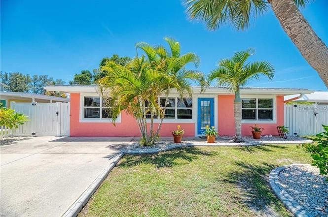 1340 Holiday Dr, ENGLEWOOD, FL 34223   MLS# C7437638   Redfin