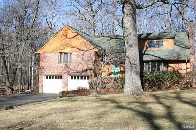Upper Saddle River Nj >> 27 Old Chimney Rd Upper Saddle River Nj 07458 Mls 1743319 Redfin