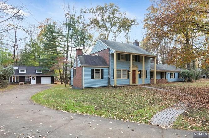 Upper Saddle River Nj >> 44 Locust Ln Upper Saddle River Nj 07458 Mls 1818859 Redfin