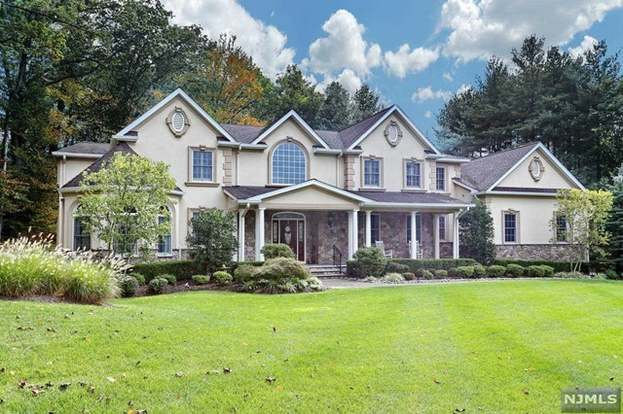 10 London Ct, Woodcliff Lake, NJ 07677 - 5 beds/5 5 baths