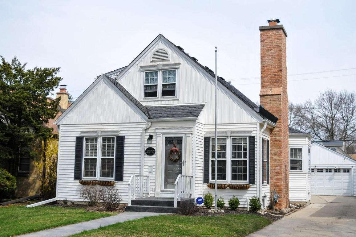 2372 N 86th St, Wauwatosa, WI 53226 | MLS# 1523901 | Redfin