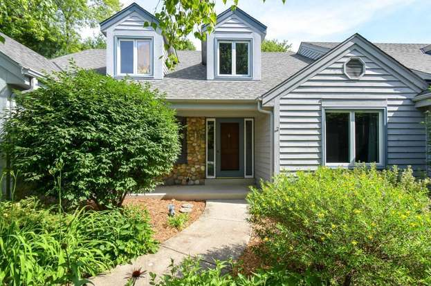 7426 W Willowbrook Ct, Mequon, WI 53092