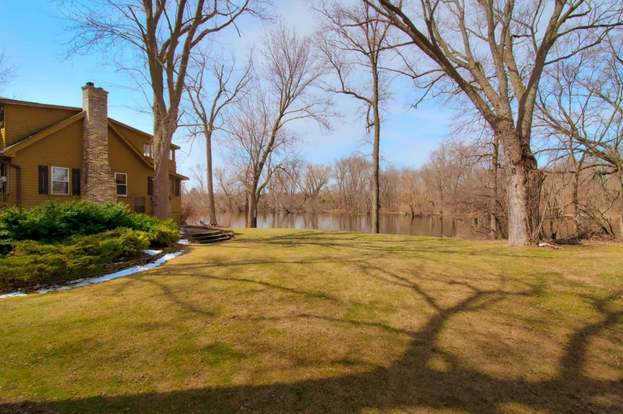 9941 N River Rd, Mequon, WI 53092