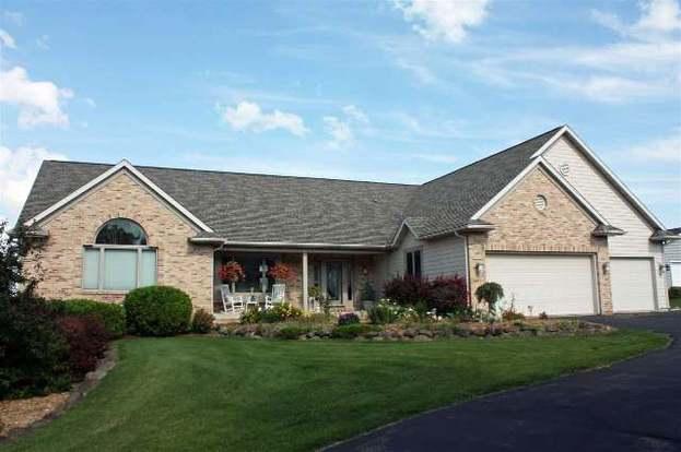 N6380 Cedar Ln, Lake Mills, WI 53551 - 3 beds/2 5 baths
