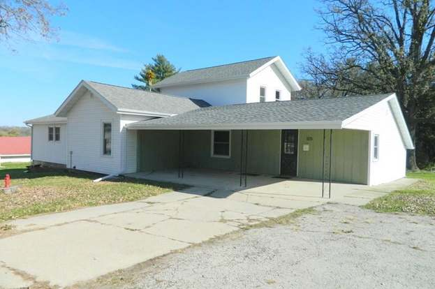 105 E Center St South Wayne Wi 53587 Mls 1844231 Redfin