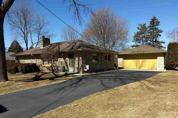20642 Forest View Dr, Lannon, WI 53046 - 3 beds/2 baths