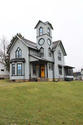303 S Warren St South Wayne Wi 53587 Mls 1847373 Redfin