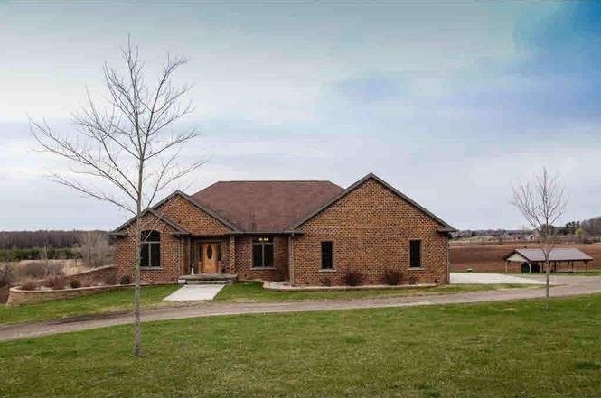 shiocton chat rooms 1 pet-friendly rentals for rent in shiocton pet-friendly rentals in shiocton, wi 2 bedroom home large living room with hardwood floors and arched doorways.