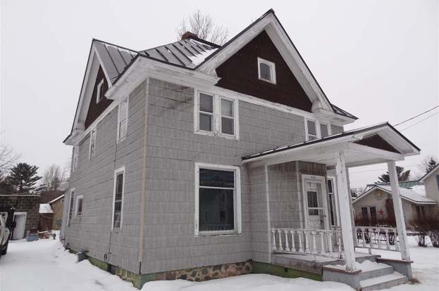 405 E Main St, Weyauwega, WI 54983 - 4 beds/2 baths