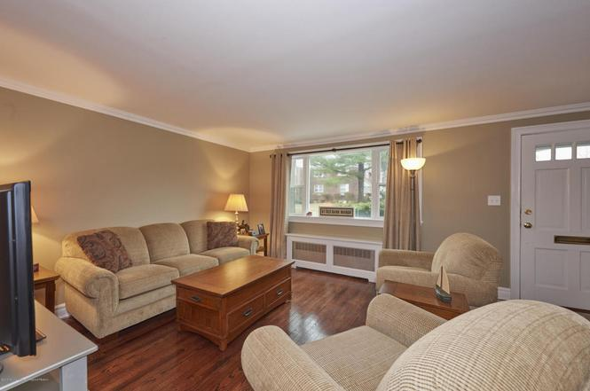 87 Manor Dr, Red Bank, NJ 07701