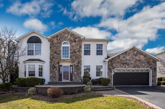 6 Diamond Ln, Howell, NJ 07731