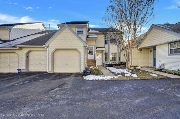 30 Evergreen Ct, Freehold, NJ 07728 - 2 beds/2 baths
