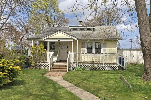 1417 9th Ave, Neptune Township, NJ 07753 - 2 beds/1 bath