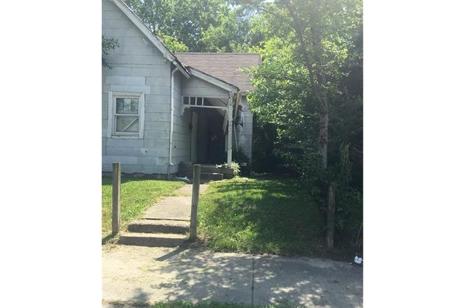 5e273b28cad 945 King Ave, Indianapolis, IN 46222 - 3 beds/1 bath