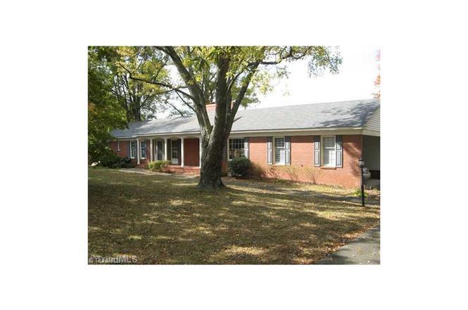 1817 New Garden Rd Greensboro Nc 27410 Mls 793846 Redfin