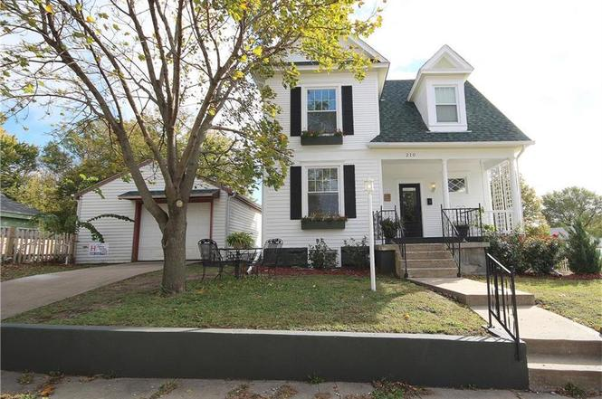 210 S Russell St Odessa Mo 64076 Mls 2076990 Redfin